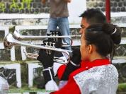 Peniup trompet...