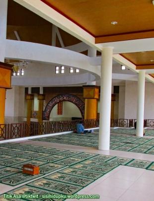 Lantai dua masjid.