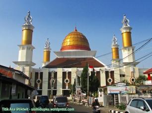 Masjid Agung Sukabumi dari samping.